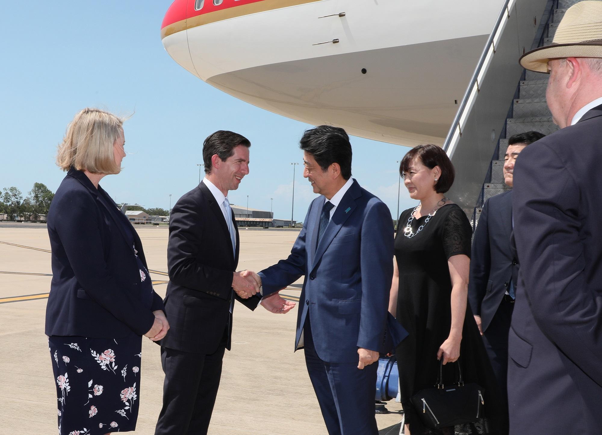 写真:オーストラリアを訪問する安倍総理1