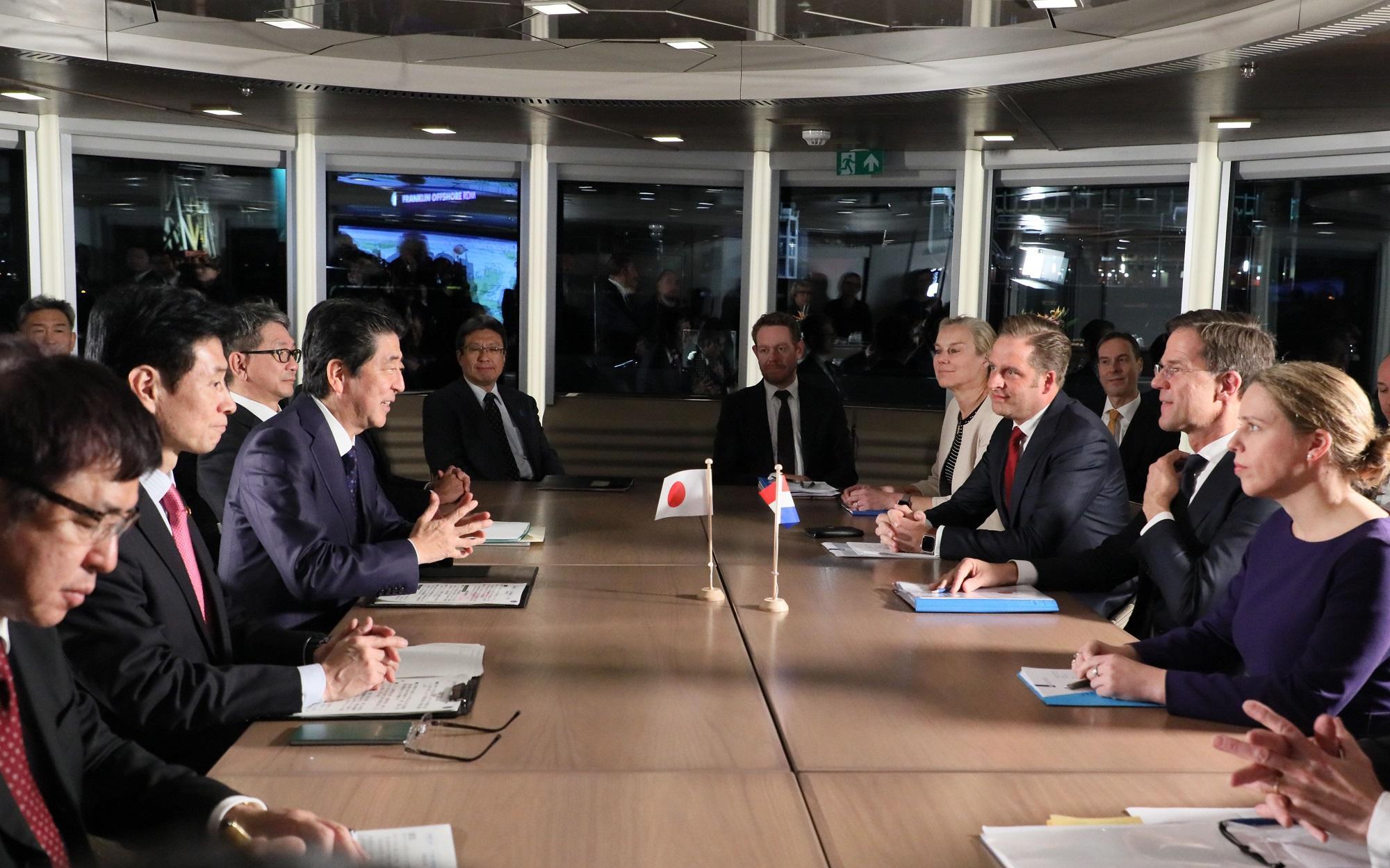 写真:日・オランダ首脳会談