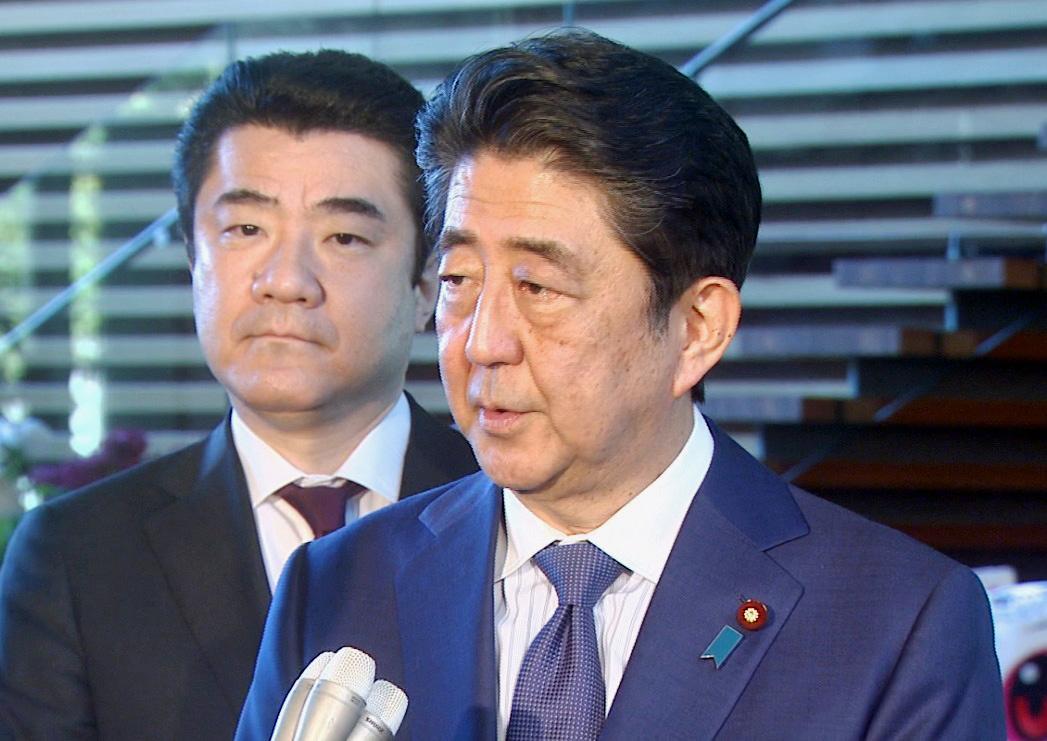 写真:会見する安倍総理