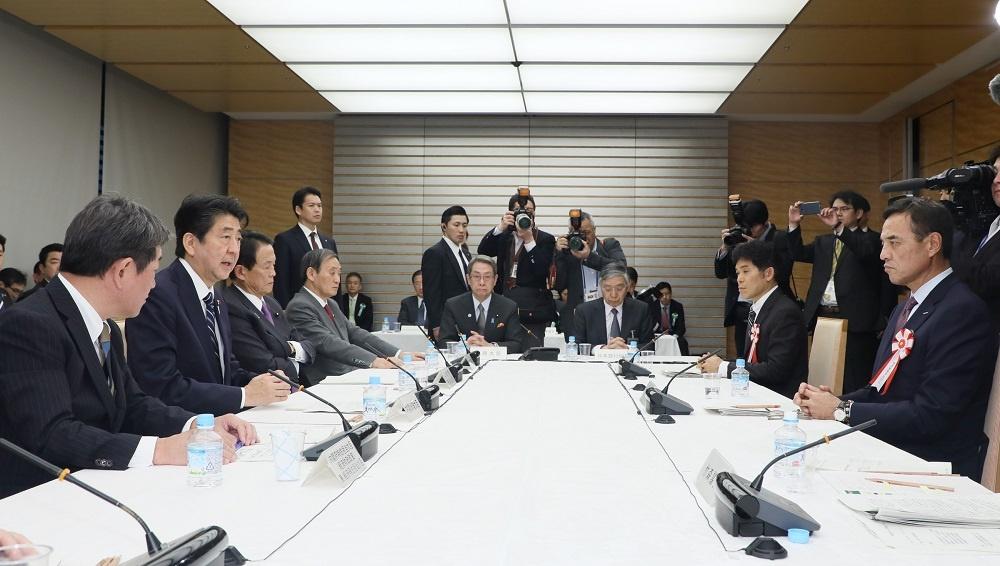 写真:発言する安倍総理3