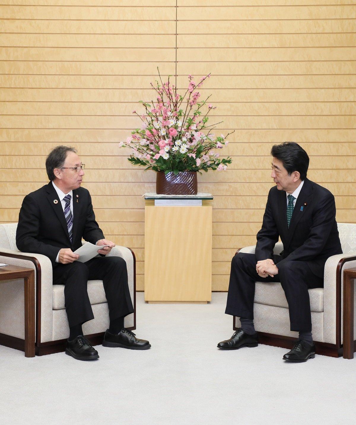 写真:面会する安倍総理2