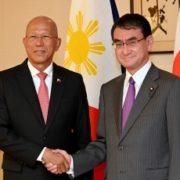 河野外務大臣とロレンザーナ・フィリピン国防大臣との会談1