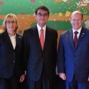 河野外務大臣とクーンズ米国連邦上院議員一行との昼食会