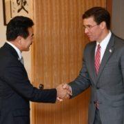 佐藤外務副大臣とエスパー米国国防長官との会談1