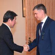 日・ウクライナ外相会談(出迎え)