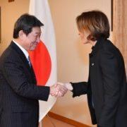 茂木外務大臣とウバク・フォン・アンドラ外相との会談(出迎え)
