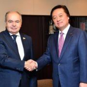 若宮外務副大臣とウマハノフ・ロシア連邦院副議長との懇談(握手)