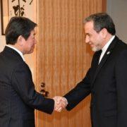 アラグチ・イラン外務次官による茂木外務大臣表敬(握手)