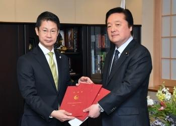 湯﨑広島県知事による若宮外務副大臣表敬1