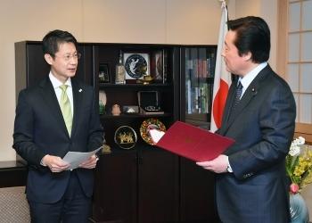 湯﨑広島県知事による若宮外務副大臣表敬2