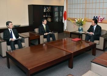 湯﨑広島県知事による若宮外務副大臣表敬3