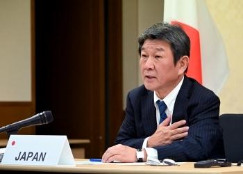 (写真2)会合に参加する茂木外務大臣