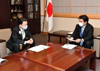 島根県知事と鷲尾外務副大臣の会談