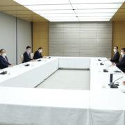 意見交換に臨む菅総理1