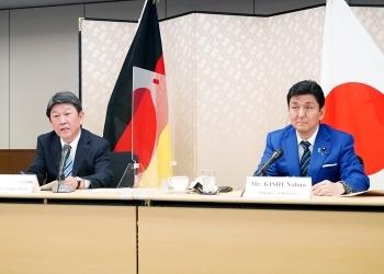 日独外務・防衛閣僚会合(「2+2」)に臨む、茂木敏充外務大臣及び岸信夫防衛大臣の様子