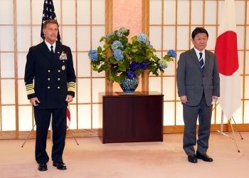 アクイリノ米インド太平洋軍司令官による茂木外務大臣に対する表敬時の記念撮影の様子