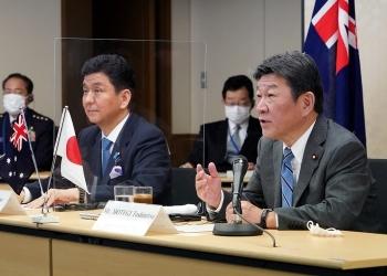 岸防衛大臣と茂木外務大臣
